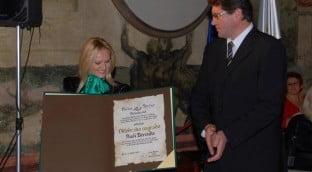novice 2009 11 0202 velika 312x172 - Nuša prejela PRESTIŽNO oktobrsko nagrado Občine Brežice za leto 2009